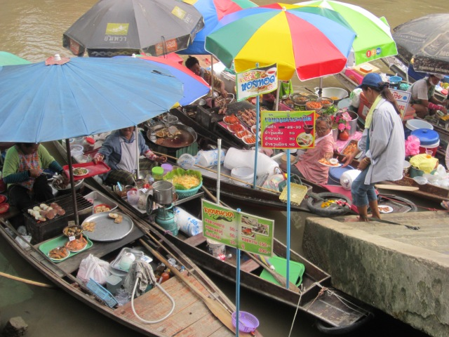 the things you can see around Amphawa Floating Market