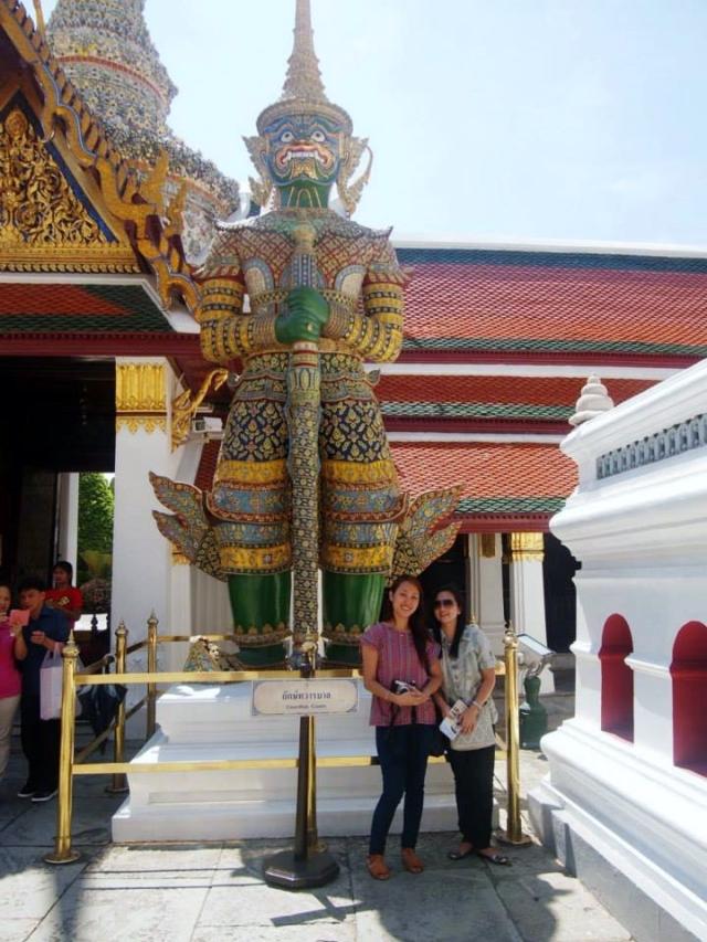 Thotsakhirithon (ทศคีรีธร), giant demon (Yaksha) guarding an exit to Grand Palace