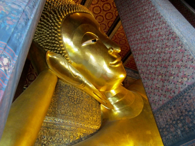 a glimpse of the reclining Buddha