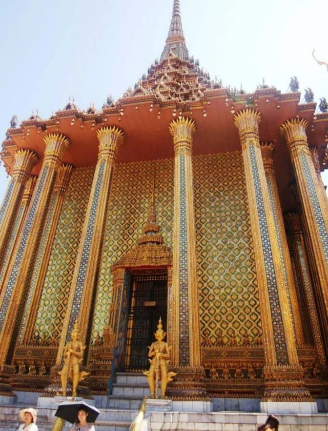 Prasat Phra Thep Bidon (The Royal Pantheon)
