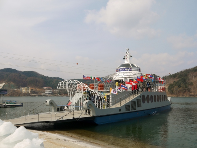 the Ferry bringing in a new batch of tourists from Gapyeong Wharf