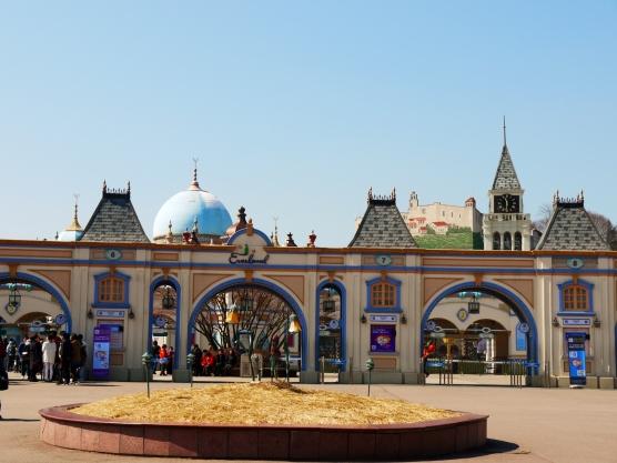 castle-y entrance