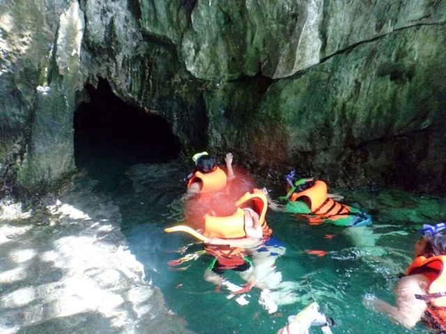 On the way inside the small cave of the Small Lagoon